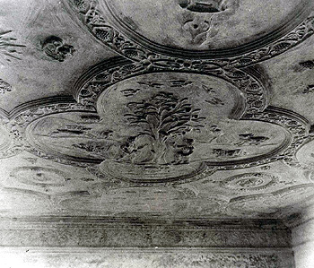 The decorated ceiling at Manor Farmhouse [X405/42]